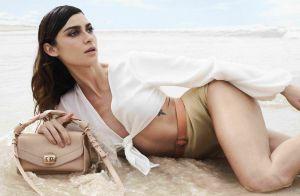 Amarrações, fivela e salto arquitetônico: famosas posam com trends de verão