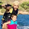 Pedro Scooby foi criticado após praticar wakeboard com os filhos sem colocar capacete nas crianças