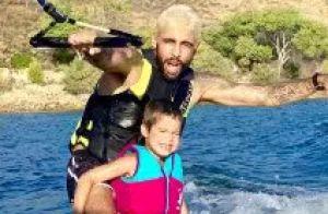 Pedro Scooby dispensa capacete nos filhos em wakeboard e web critica: 'Perigo'