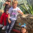 Filhos de Pedro Scooby e Luana Piovani fizeram wakeboard com o pai sem usarem capacete. Fãs lembraram o acidente envolvendo Benício, filho de Angélica e Luana Piovani