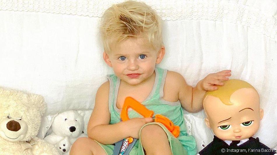 Filho de Karina Bacchi, Enrico foi comparado com 'O Poderoso Chefinho' em foto nesta terça-feira, 13 de agosto de 2019