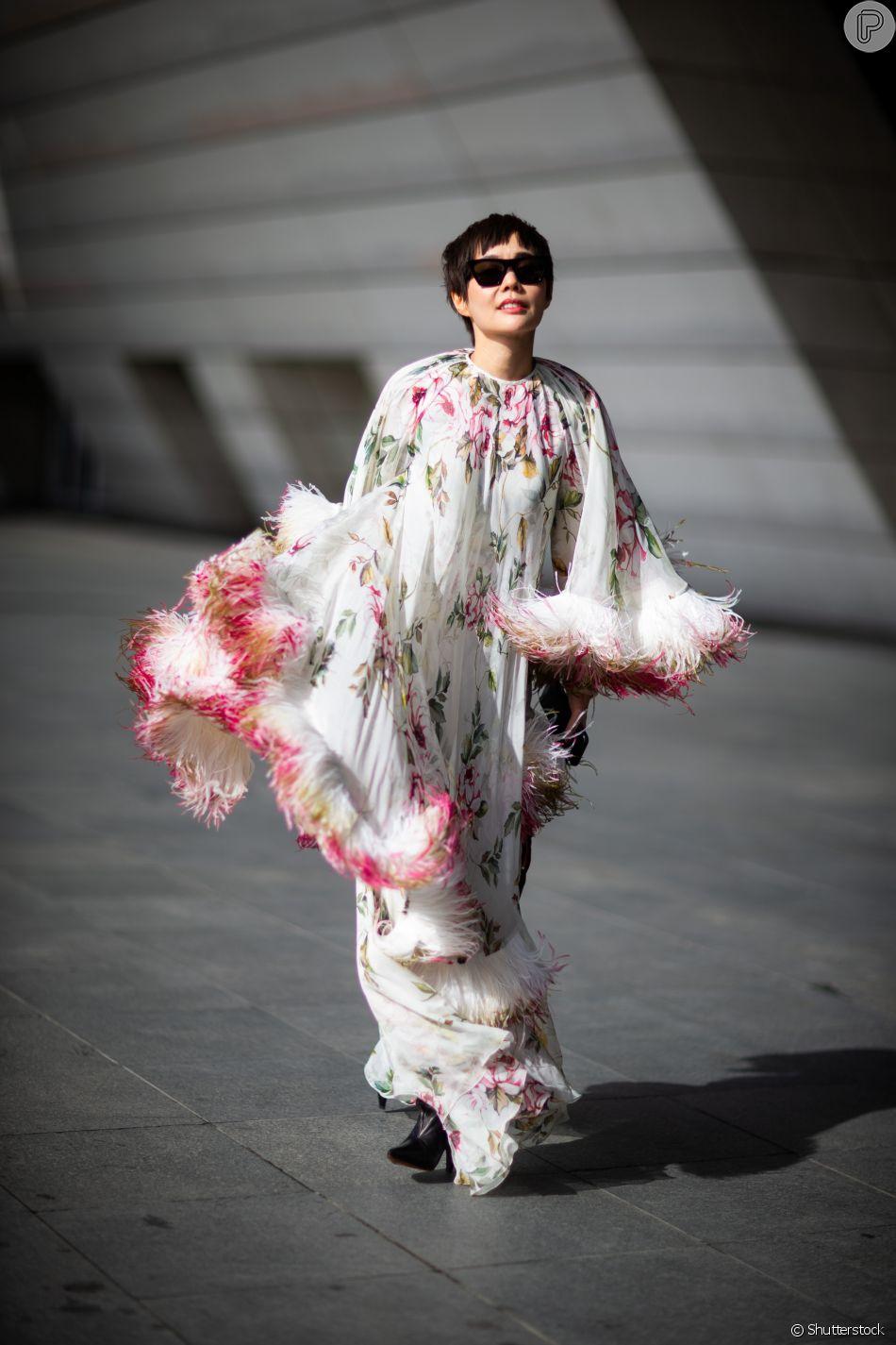 Vestido longo com estampa floral e franjas, para um look statement