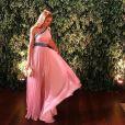 Marina Ruy Barbosa brilhou em um vestido fluido de ombro único ser madrinha de casamento de uma amiga