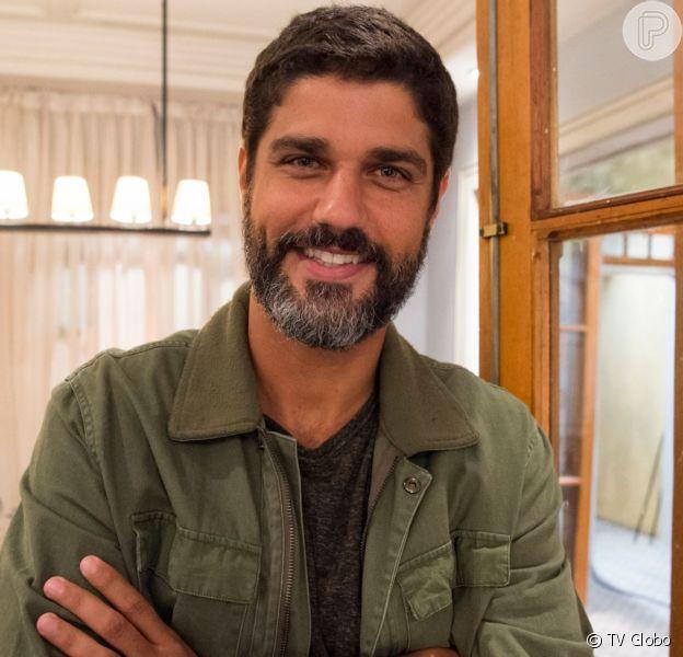 """Hussein (Bruno Cabrerizo) pede Helena (Carol Castro) em casamento, mas resposta surpreende na novela """"Órfãos da Terra"""""""