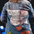 Marilia Mendonça usa casaco com faixa escrito 'rainha e mamãe do Léo' em look de show nesta sexta-feira, dia 23 de agosto de 2019