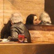 Letícia Sabatella e Daniel Dantas trocam beijos em restaurante no Rio. Fotos!