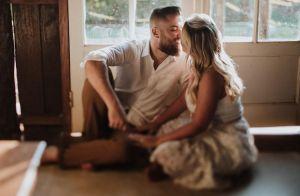 Sertanejo Zé Neto e Natália Toscano trocam beijo em ensaio pré-casamento. Fotos!
