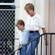 Mom jeans com camiseta: para passeios com os filhos, Princesa Diana costumava apostar no combo confortável