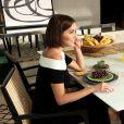 Deborah Secco contou que prioriza as refeições em família: 'F azemos o máximo para jantarmos juntos, às seis e pouco, que é o horário da Maria'