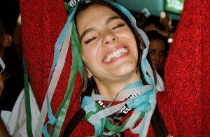 Brincadeira, coreografia e emoção: Bruna Marquezine se diverte em show. Veja!