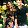 Juliana Paes se divertiu com a família