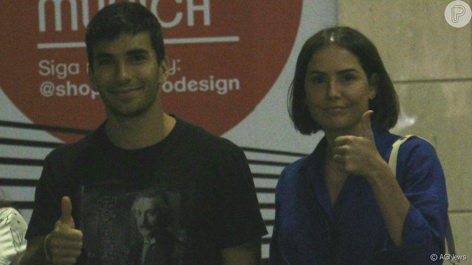 Deborah Secco e Hugo Moura sorriem para fotógrafo em shopping no Rio de Janeiro nesta terça-feira, dia 10 de setembro de 2019