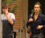 Carolina Dieckmann vai ao cinema com o filho mais velho, Davi, em shopping no RJ