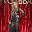 A atriz Grazi Massafera escolheu um vestido floral com transparência