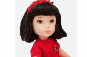 Brinquedo fashion: filha de Sabrina Sato se diverte com boneca D&G de R$ 3 mil