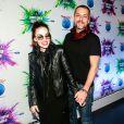Alexandre Nero e a mulher, Karen Brusttolin, chegam estilosos a camarote no Rock in Rio
