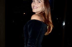 Ombro a ombro e veludo: Mariana Goldfarb orna trends em look de baile. Fotos!