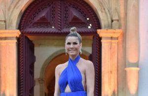 Thaila Ayala usa vestido romântico com pedraria em casamento com Renato Góes