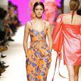 Conjuntinho e bermuda ciclista são tendências de verão. Se na estampa predominar a cor laranja, está garantido o look fashionista!
