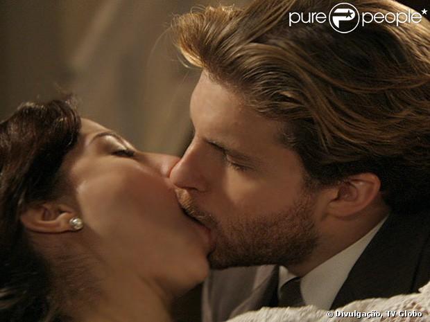 Beijo de Laura (Marjorie Estiano) e Edgar (Thiago Fragoso) em 'Lado a Lado' causa comoção em fãs no Twitter, em 21 de fevereiro de 2013