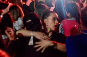 Flavia Pavanelli e Junior Mendonza se divertem e têm clima de romance em show