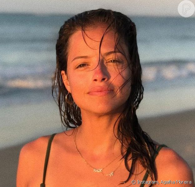 Agatha Moreira curte banho de cachoeira no fim de semana