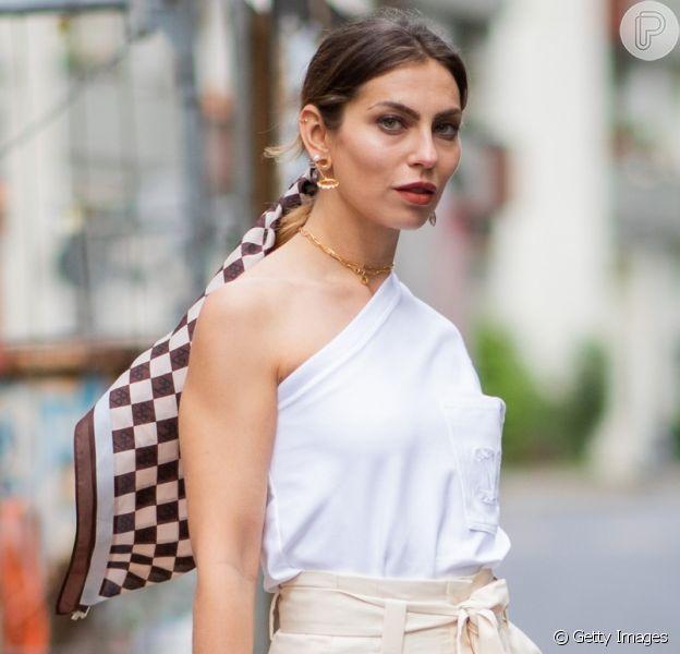 Lenço é tendência: acessório hit nas temporadas de moda nacional e internacional pode ser usado no cabelo, no pescoço, na bolsa e até no cinto para incrementar o look do verão