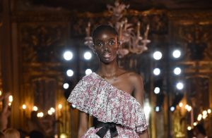 8 modelos de vestidos românticos das passarelas que já queremos copiar!