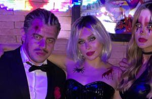 Namorando, Flavia Pavanelli e Junior Mendonza vão a festa de Halloween