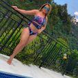 Zilu Godoi  ostentou o shape definido em foto de biquíni na piscina