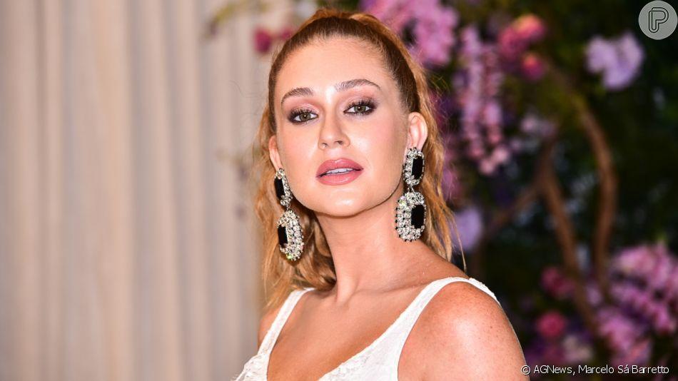 Marina Ruy Barbosa aposta em vestido com babado e acessórios de cristais em evento com Sabrina Sato e mais famosas nesta terça-feira, dia 05 de novembro de 2019
