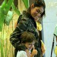 Mariana Uhlmann exibiu a barriguinha da terceira gravidez em passeio com os filhos e o marido, Felipe Simas