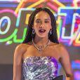 'Popstar' estreou ao vivo com falha no som e discurso de Helga Nemetik