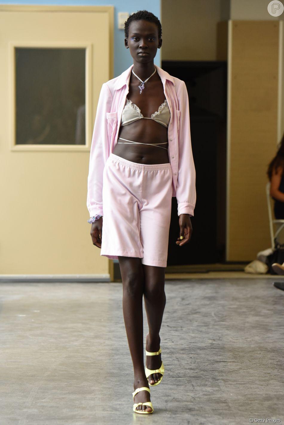 Biquíni com bermuda: versão no estilo moletom pode ser usada com a parte de cima do beachwear para um look mais descontraído no verão