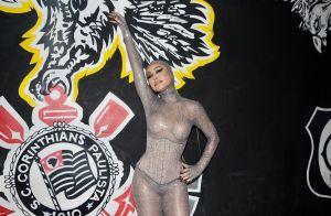 Cabelo longo e corset: loira, Sabrina Sato valoriza shape em ensaio de Carnaval