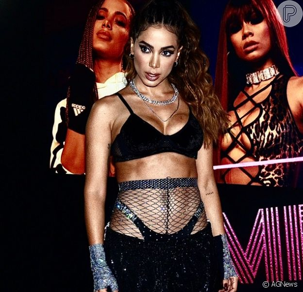 Anitta mostra prova de figurino de festa 'Combatchy' e quase mostra demais (registro abaixo)
