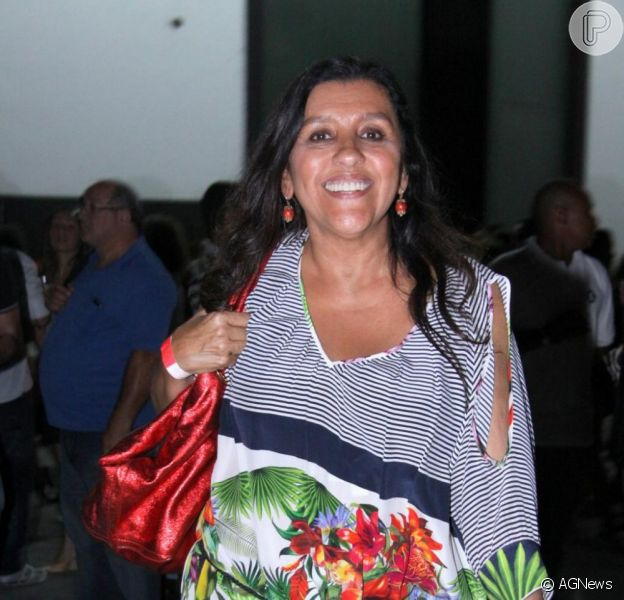 A simpática e empolgada apresentadora Regina Casé comemora 59 anos nesta segunda-feira, dia 25 de fevereiro de 2013