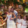 Carol Dias usou um modelo White Hall no casamento com Kaká em resort na Bahia