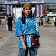 A camisa tie dye oversized é ideal para quem curte looks com pegada vintage