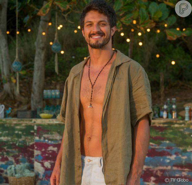 Marcos (Romulo Estrela) será vítima de um plano de Diogo (Armando Babaioff) e será preso por posse de drogas na novela 'Bom Sucesso'
