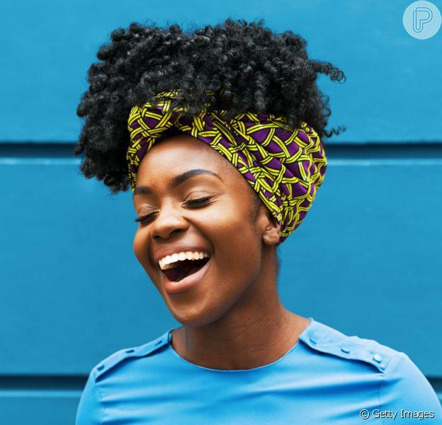 Inspire-se com ideias de penteados para cabelo cacheado no Réveillon!