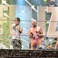 Lulu Santos faz a contagem regressiva para 2020, estoura champanhe e dá beijo em Clebson Teixeira durante show na A venida Paulista, em São Paulo, na madrugada desta quarta-feira, 01 de janeiro