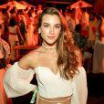 Moda das famosas: a atriz Marcela Fetter apostou na choker de búzios em Itacaré, na Bahia, na  festa Nº1
