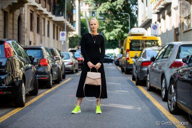 Neon na moda: os tons vibrantes em alta para o verão 2020 podem ser usados no tênis esportivo, por exemplo