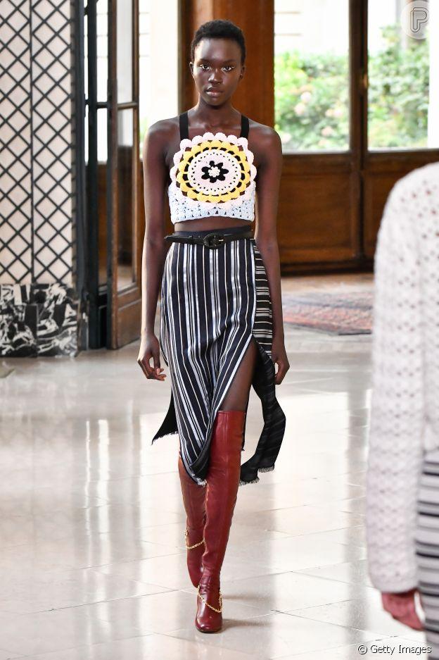 Crochê é trend entre famosas brasileiras mas também apareceu nas semanas de moda internacionais com a grife Altuzarra, na Fashion Week de Paris