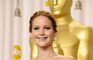 Oscar 2013: Jennifer Lawrence leva tombo ao receber troféu de Melhor Atriz