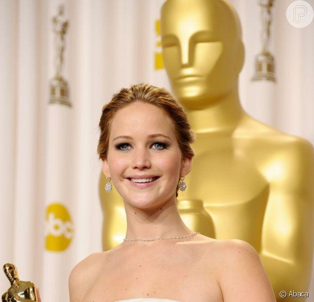 Jennifer Lawrence recebeu o Oscar de Melhor Atriz em sua segunda indicação ao prêmio, desta vez pelo seu papel em 'O Lado Bom da Vida', na noite deste domingo, 24 de fevereiro de 2013