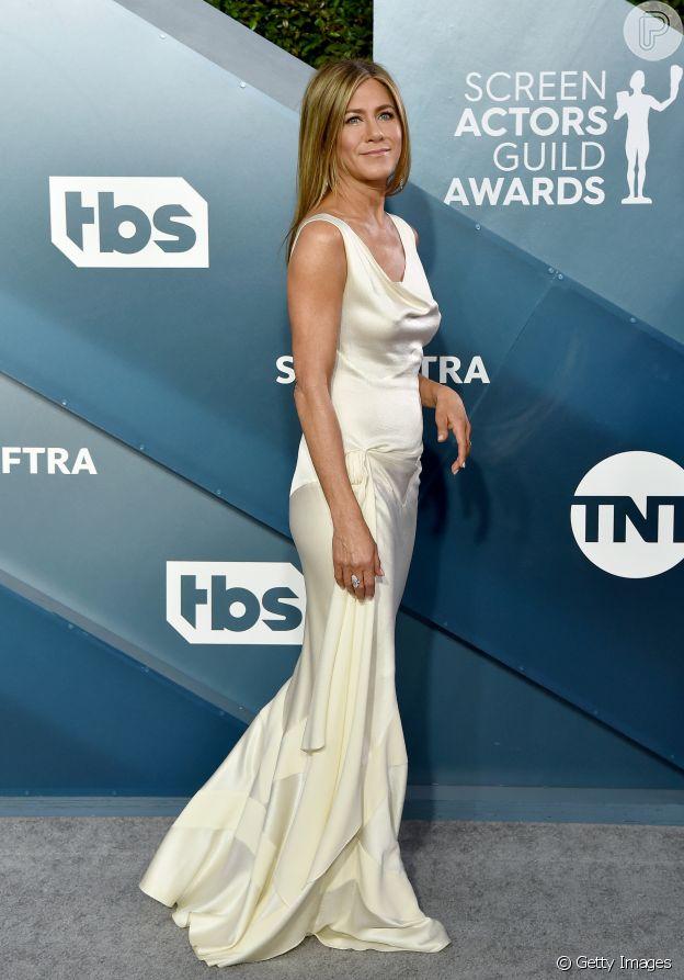 Moda de festa: Vestido de Jennifer Aniston é destaque por tecido de cetim e pegada sleep dress para premiação SAG Awards neste domingo, dia 19 de janeiro de 2020