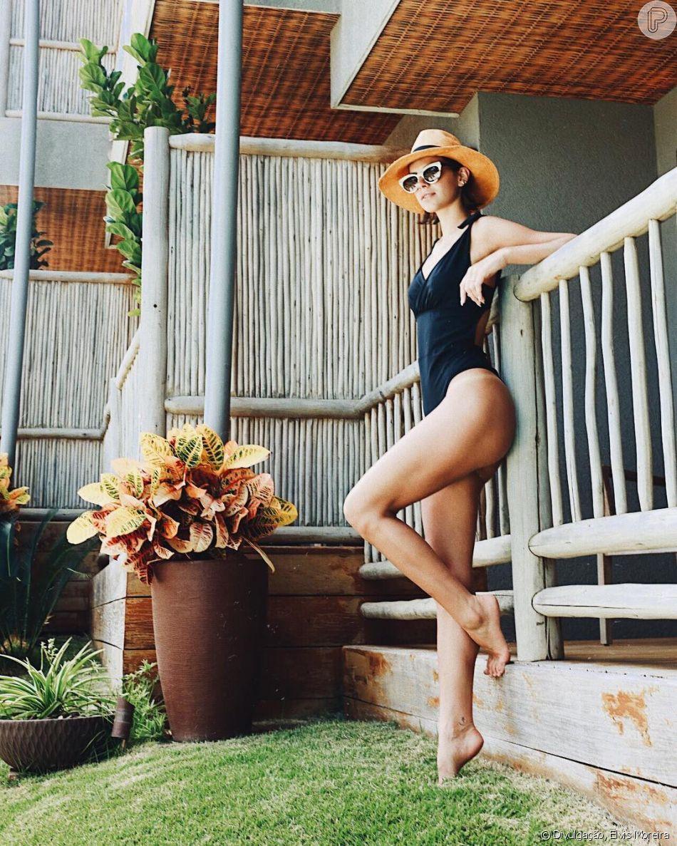 Bruna Marquezine não abre mão de looks cheios de estilo na moda praia