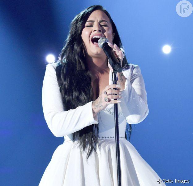 Demi Lovato se emociona durante performance no Grammy Awards 2020